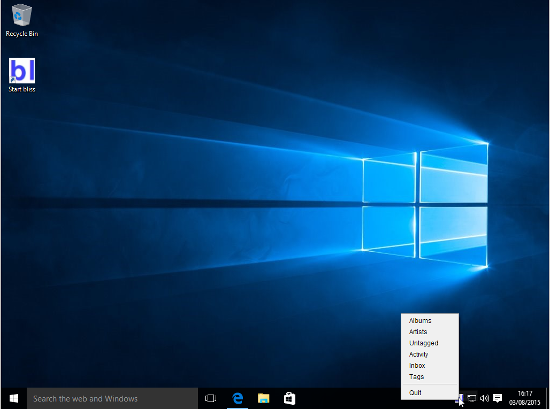 Once started on Windows 10, bliss shows a system tray icon