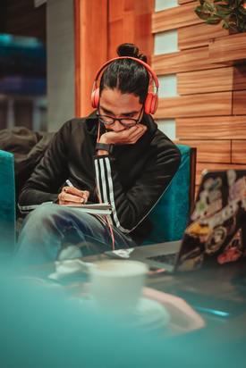 Musical analysis with headphones